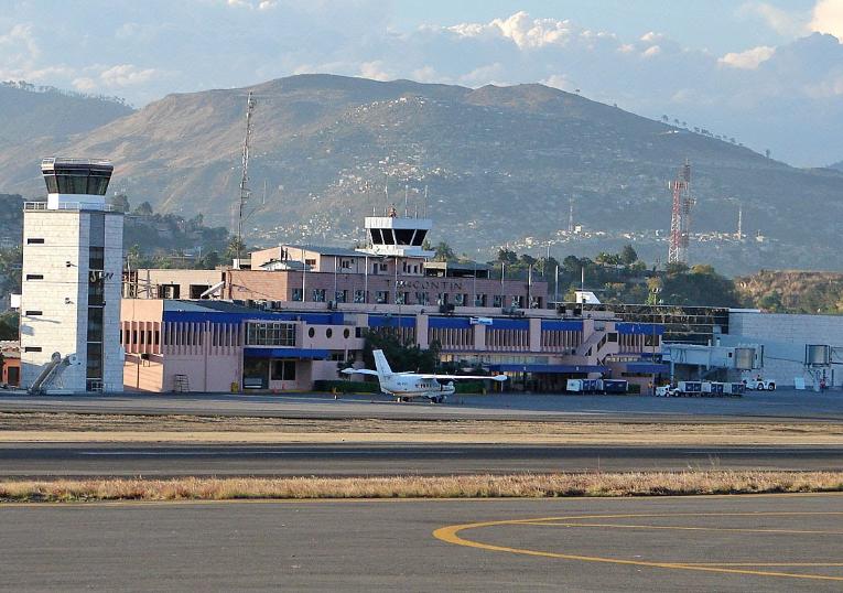 http://avia2.ru/media/miniGallery/original/00/00/246/Gyumri-Shirak-Airport2-4377.jpg